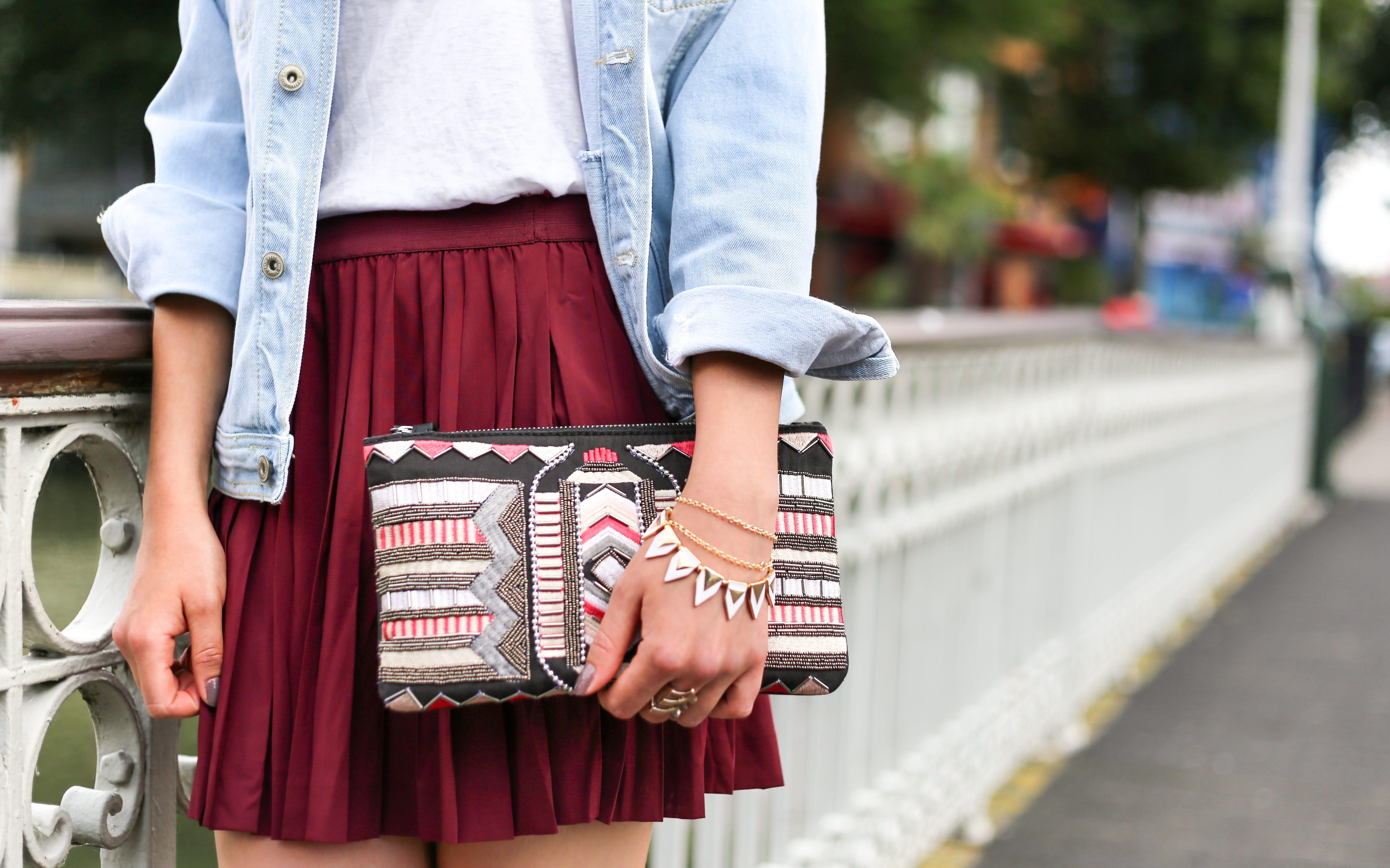 Comment porter la jupe plissée sans faux plis ?